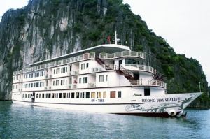 HA LONG BAY-BAI TU LONG BAY-Huong Hai Sealife Cruise
